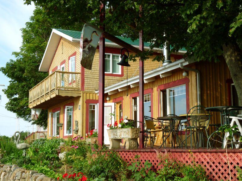 Maisons du grand h ron auberge restaurant auberge for Aux maisons maison les chaources