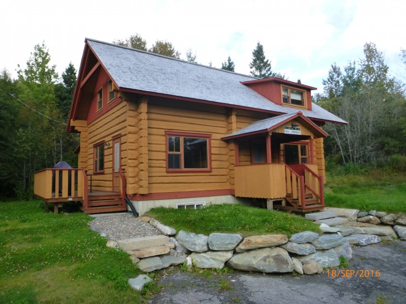 Chalet tout bois cabins house condos in saint for Chalet bois tout equipe