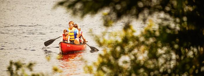 Canot sur le lac